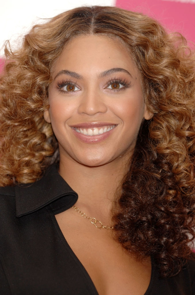 The Queen Bee – Beyoncé's Gorgeous Natural Hair